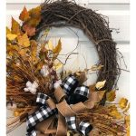 Fall is just around the corner. It's the perfect time to make a Fall Cotton wreath. This is a simple fall wreath you can make to spruce up your home. #howtomakewreaths #decoexchange #fallwreaths #homedecor #wreathtutorial